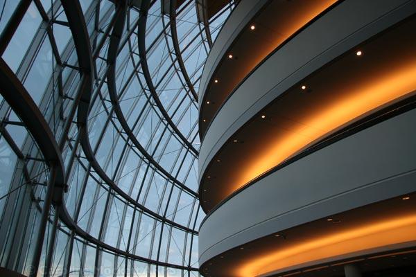 Contrasts - inside the Giant Glass Slug