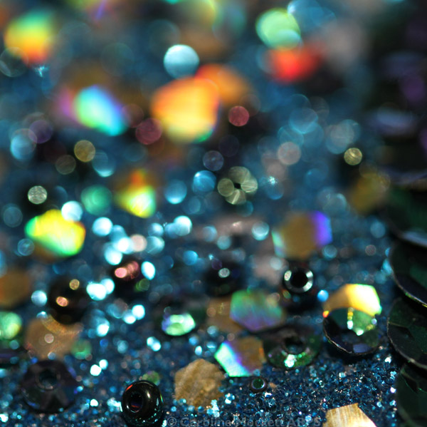 Shiny beads with receding focus