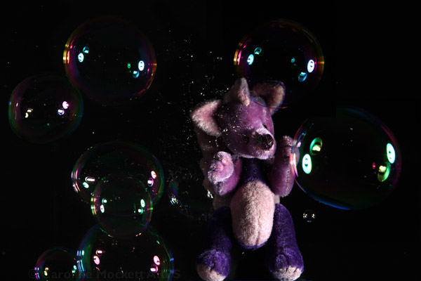 Dai playing with bubbles!