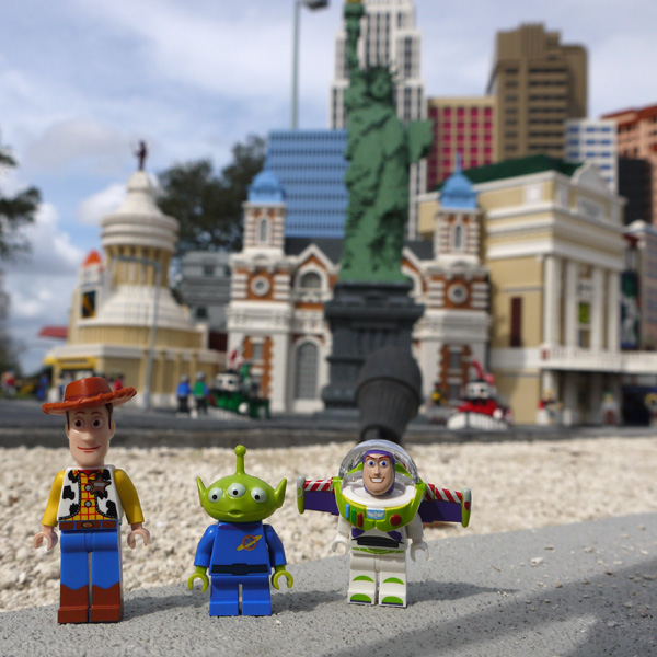 Woody, Buzz and Alien in Lego Las Vegas