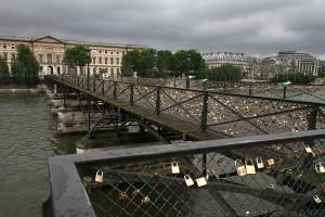 Jetons de l'amour sur le pont des Arts