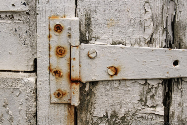 Another Grungy Hinge