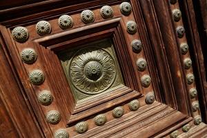 Studded Door, Palacio de Carlos V